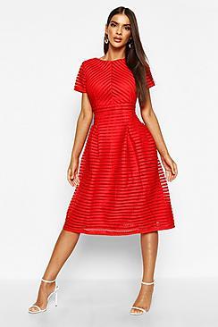 Se  Boutique Full Skirted Prom Midi Dress ved Boohoo.com