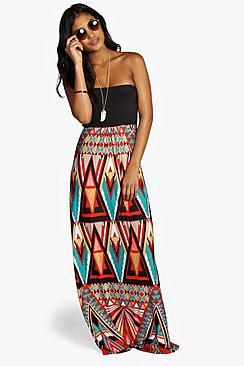Se  Geo Print Bandeau Maxi Dress ved Boohoo.com