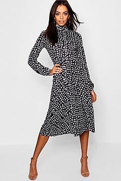 Se  High Neck Long Sleeve Dalmatian Print Midi Dress ved Boohoo.com