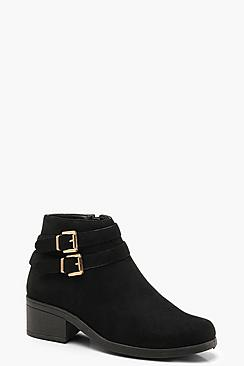 Se  Double Buckle Chelsea Ankle Boots ved Boohoo.com