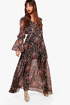 Se  Gabriella Bohemian Tie Detail Maxi Dress ved Boohoo.com