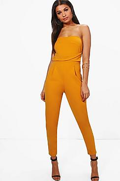 Se  Bandeau Tailored Woven Slim Fit Jumpsuit ved Boohoo.com