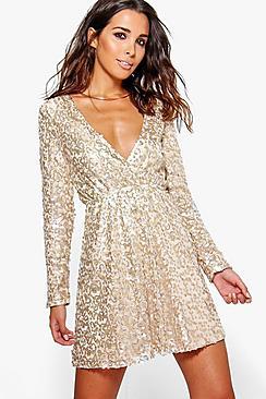 Se  Boutique  Sequin Wrap Skater Dress ved Boohoo.com
