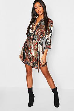 Se  Paisley Shirt Dress ved Boohoo.com