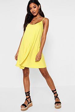 Se  Basic Swing Dress ved Boohoo.com