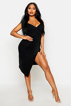 Se  Strappy Wrap Pleated Bodycon Midi Dress ved Boohoo.com