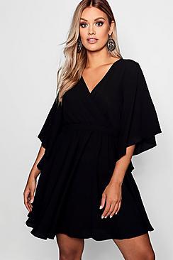Se  Plus Kimono Sleeve Woven Skater Dress ved Boohoo.com