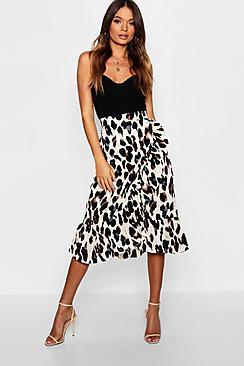 Se  Satin Leopard Ruffle Wrap Midi Skirt ved Boohoo.com