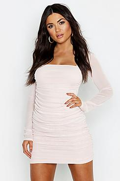Se  Square Neck Ruched Mesh Bodycon Dress ved Boohoo.com
