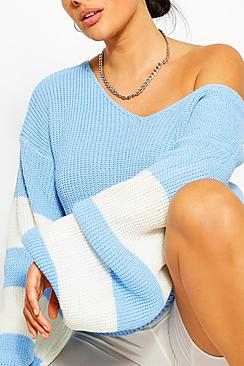 Se  Plus V Neck Stripe Jumper ved Boohoo.com