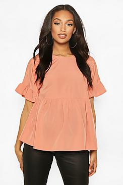 Se  Maternity Cross Back Woven Smock Top ved Boohoo.com